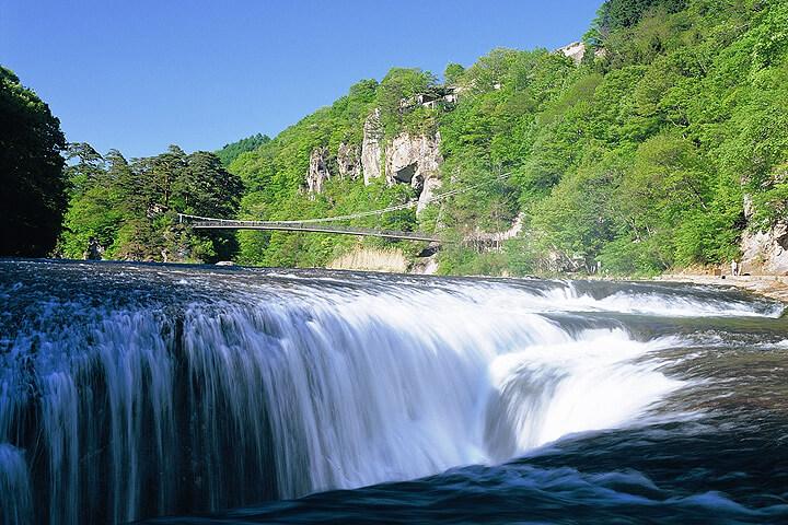 カニざんまい食べ放題と東洋のナイアガラ吹割の滝