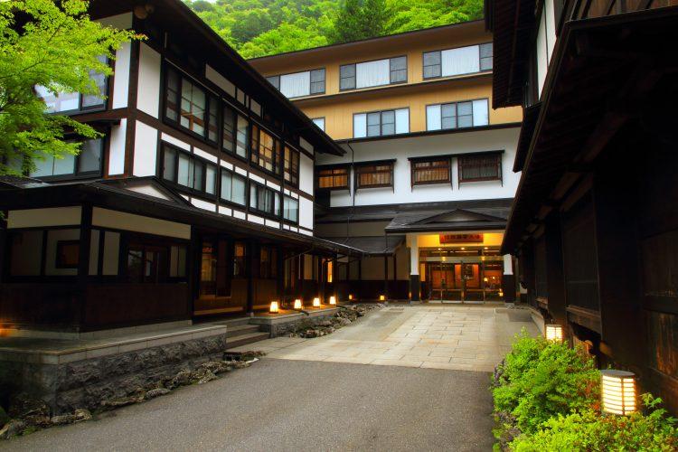 <南信発着>ゆったり出発<br>名湯白骨温泉「湯元齋藤旅館」宿泊と新緑の上高地散策